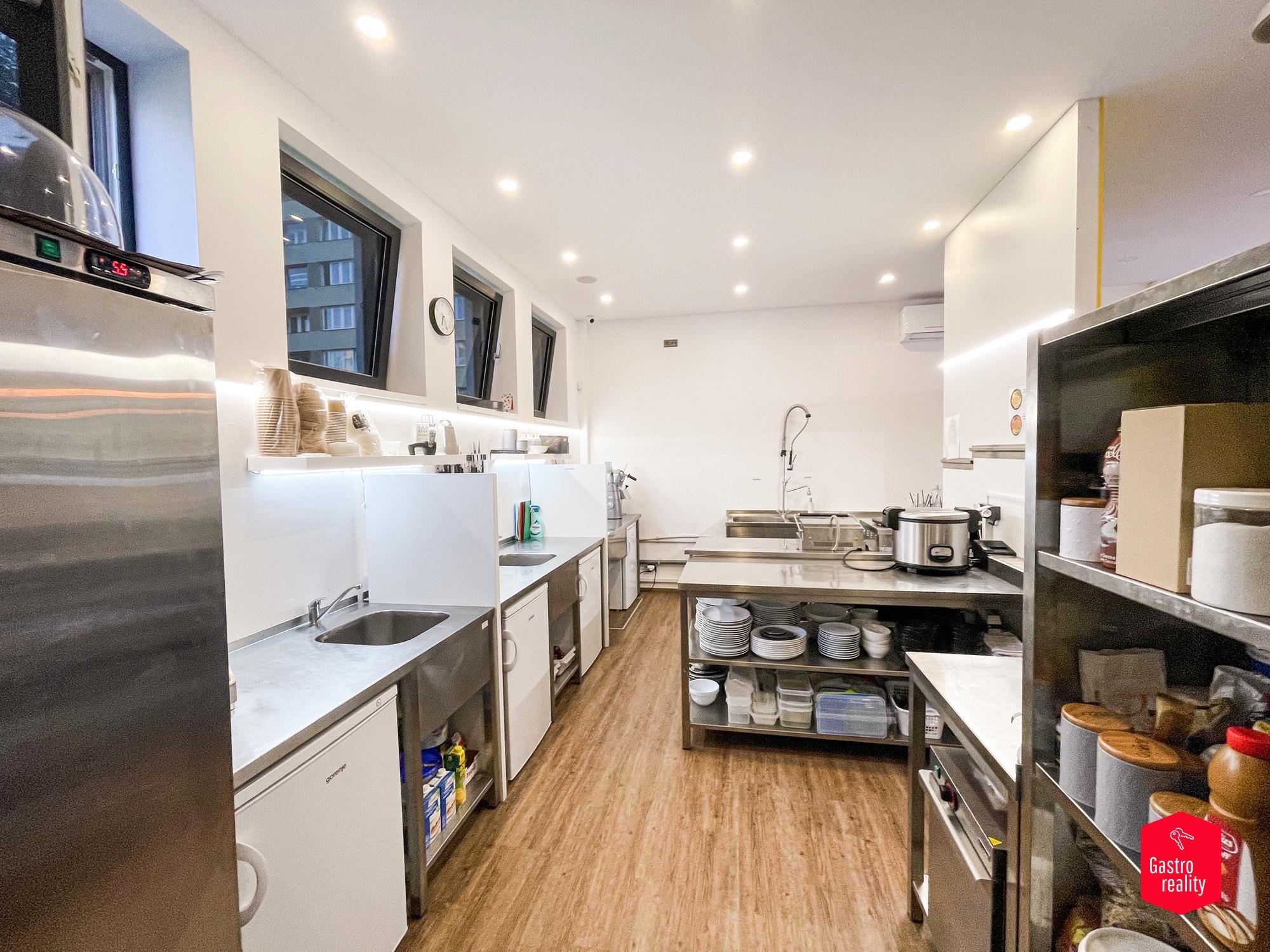 Kuchyň - pohled z varny